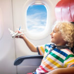 Как облегчить ребенку перелет в самолете?